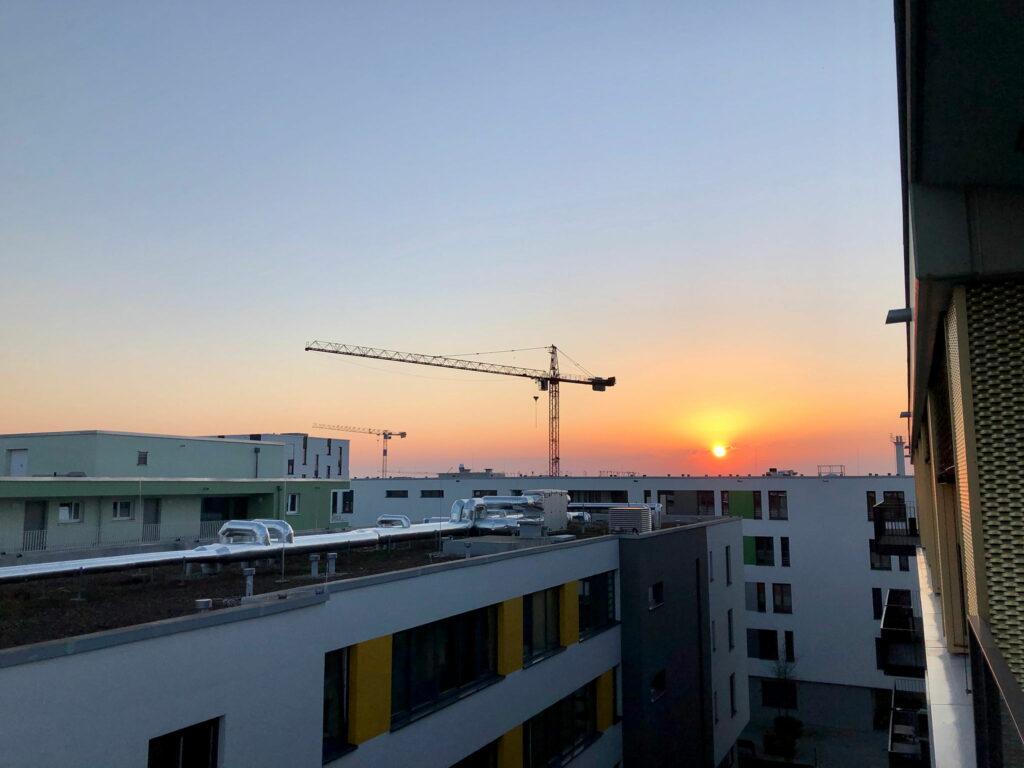 Sonnenuntergang über dem Güterbahnhofsareal